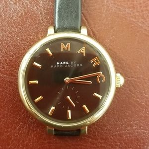 MARC JACOBS WATCH BLACK AND GOLD